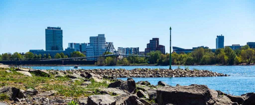 Texter Düsseldorf: Impression vom Rheinufer